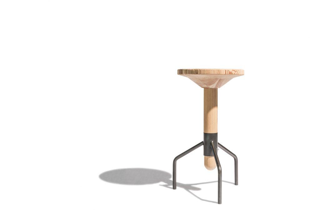 Sgabello su misura in legno e metallo Corazzolla