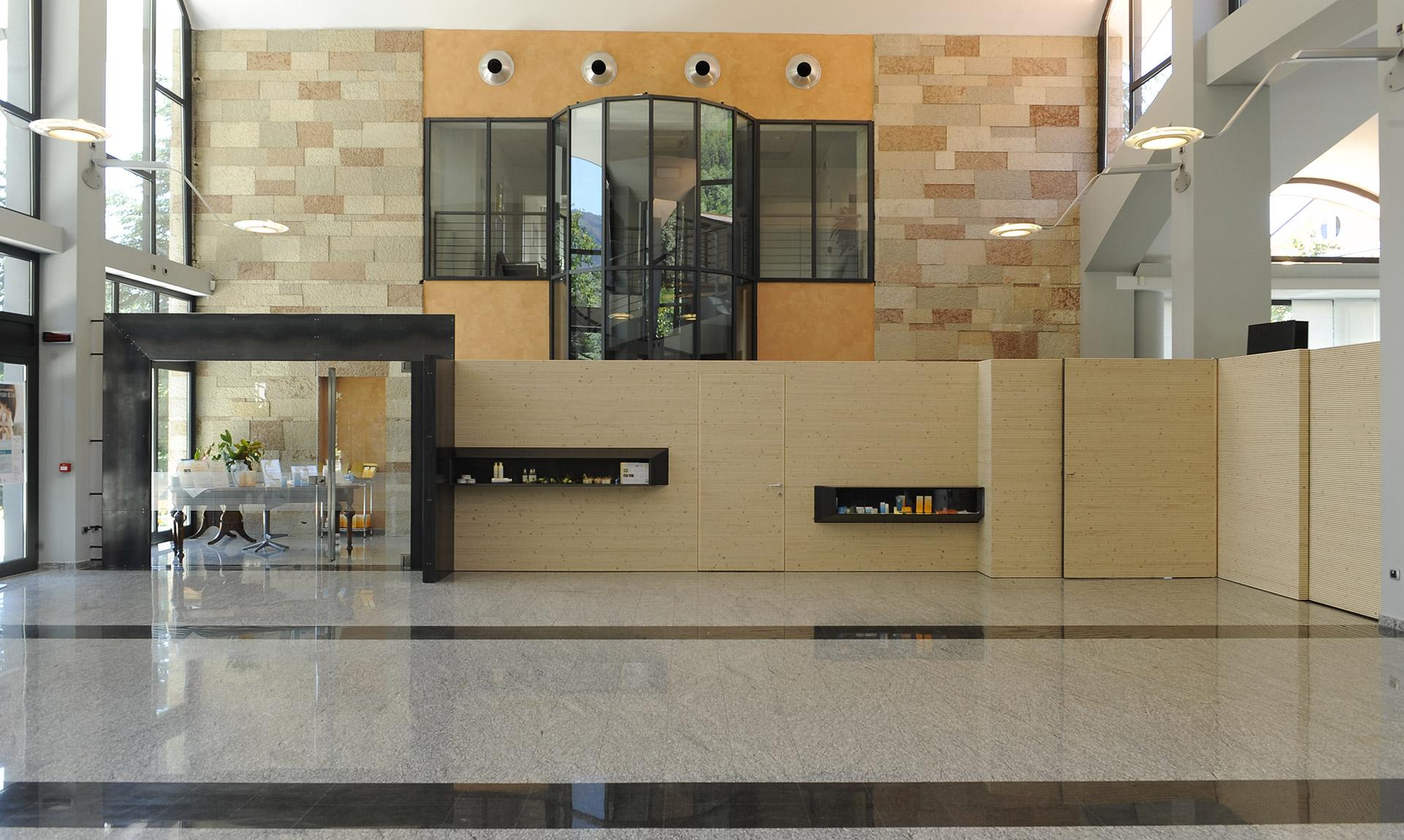 Uffici con divisorie in legno Corazzolla Arredamenti