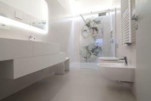 Arredo bagno su misura mobile in legno laccato bianco – Corazzolla